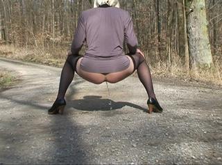 """Vorschaubild vom Privatporno mit dem Titel """"Auf die Schuhe gepisst"""""""