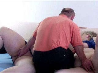 """Vorschaubild vom Privatporno mit dem Titel """"Kameramann legt Hand an"""""""
