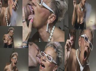 """Vorschaubild vom Privatporno mit dem Titel """"Smoking-SpermaFace-Orgasmus-Dirty-Bitch,Doggy gefickt,,,"""""""
