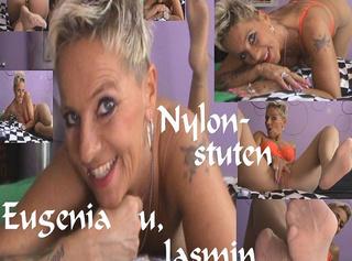 """Vorschaubild vom Privatporno mit dem Titel """"Eugenia&Jasmin,Strumpfhose eurer Herrin geht auf Reisen,,,"""""""