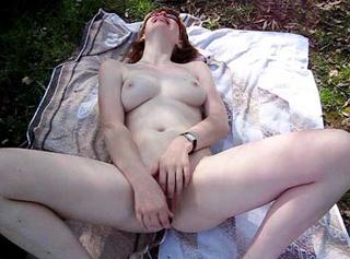 """Vorschaubild vom Privatporno mit dem Titel """"Am See selbst befriedigt"""""""