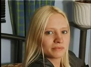 """Vorschaubild vom Privatporno mit dem Titel """"Blonde bildhübsche Rebecca mit Mäsenhäärchen"""""""