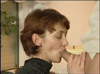 """Vorschaubild vom Privatporno mit dem Titel """"Attraktive Oma Carla bläst"""""""