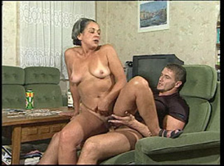 """Vorschaubild vom Privatporno mit dem Titel """"Wetten, Oma fickt mich zum abspritzen?"""""""
