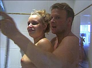 """Vorschaubild vom Privatporno mit dem Titel """"Meine Frau unter der Dusche nassgeleckt"""""""