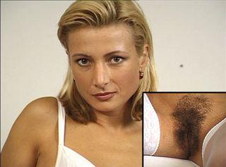 """Vorschaubild vom Privatporno mit dem Titel """"Bildhübsche Sekretärin mit dunklen Busch und der Orgasmus"""""""