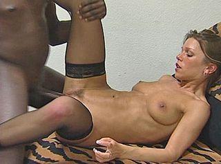 """Vorschaubild vom Privatporno mit dem Titel """"Mendy will mal einen Farbigen Mann ficken"""""""