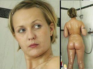 """Vorschaubild vom Privatporno mit dem Titel """"Nach der Uni wird geduscht"""""""