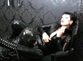 """Vorschaubild vom Privatporno mit dem Titel """"Wet´n Dirty Rubber Queen"""""""