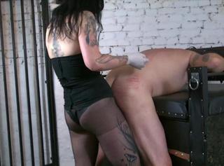 """Vorschaubild vom Privatporno mit dem Titel """"Mistress Pleasure in the Torture Room"""""""