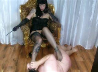 """Vorschaubild vom Privatporno mit dem Titel """"The Rockabilly Femme Domme Fatale in High Heels & Nasty Nylons 1/2"""""""