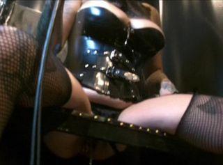 """Vorschaubild vom Privatporno mit dem Titel """"Domina Lady Vampira benutzt ihren Toilettensklaven im Rubberrroom"""""""