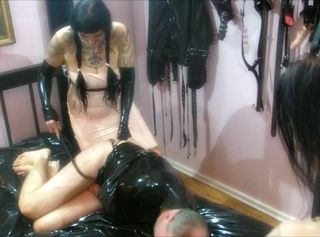 "Vorschaubild vom Privatporno mit dem Titel ""Rubberdomme Fetishplay Part 2 – Spank You Very Much"""