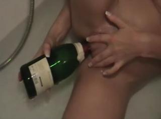 """Vorschaubild vom Privatporno mit dem Titel """"Marios Badewanne"""""""