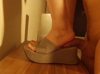 """Vorschaubild vom Privatporno mit dem Titel """"Schwanz fickt meine Schuhe"""""""