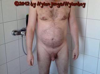 """Vorschaubild vom Privatporno mit dem Titel """"Short und Shirt in Pink anziehen"""""""