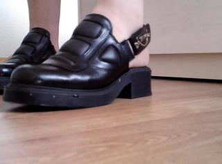 """Vorschaubild vom Privatporno mit dem Titel """"Geschenkte Schuhe zeigen"""""""