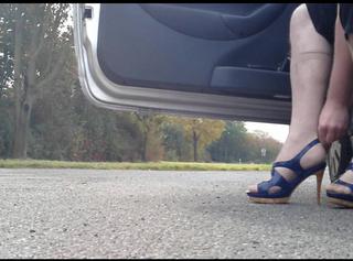 """Vorschaubild vom Privatporno mit dem Titel """"Heels anziehen (Outdoor)"""""""