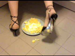 """Vorschaubild vom Privatporno mit dem Titel """"Apfelmus in High Heels"""""""