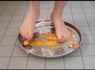 """Vorschaubild vom Privatporno mit dem Titel """"Crushing: Die rohen EIER **Nylonfußfetisch**"""""""