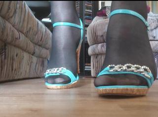 """Vorschaubild vom Privatporno mit dem Titel """"High Heels: Türkis"""""""