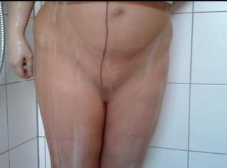 """Vorschaubild vom Privatporno mit dem Titel """"Sahne abduschen **Nylon Userin**"""""""