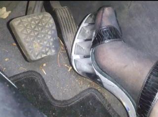"""Vorschaubild vom Privatporno mit dem Titel """"High Heels: Im Auto **Pedal Pumping**"""""""