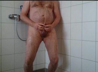 """Vorschaubild vom Privatporno mit dem Titel """"Erleichterung in der Dusche"""""""