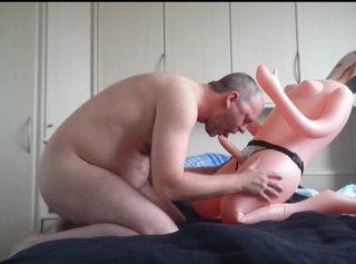 """Vorschaubild vom Privatporno mit dem Titel """"Gummipuppen Vorspiel: Blowjob **Gummi FUN**"""""""