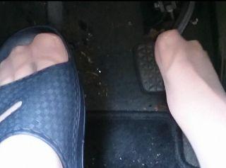 """Vorschaubild vom Privatporno mit dem Titel """"Badelatschen im Auto ** Nylon Feet **"""""""