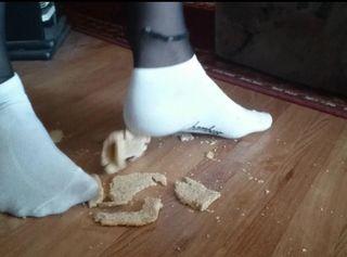 """Vorschaubild vom Privatporno mit dem Titel """"Sneaker Socken und das Toastbrot ** Crush Fun **"""""""