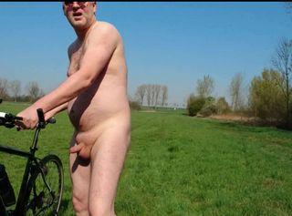"""Vorschaubild vom Privatporno mit dem Titel """"Nackt auf dem Fahrrad macht GEIL ** Cum Fun **"""""""