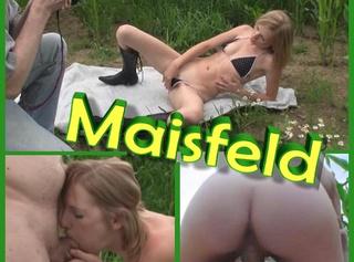 """Vorschaubild vom Privatporno mit dem Titel """"Fotoshooting - Versaut im Maisfeld"""""""