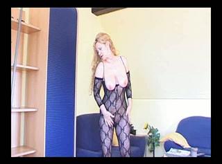 """Vorschaubild vom Privatporno mit dem Titel """"Mein Netzoutfit"""""""