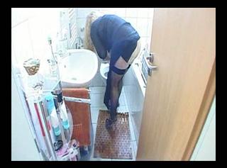 """Vorschaubild vom Privatporno mit dem Titel """"Toilette nach dem Pissen gesäubert"""""""