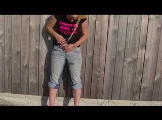 """Vorschaubild vom Privatporno mit dem Titel """"Outdoor in meine Jeans gepisst(Ton+HD)"""""""