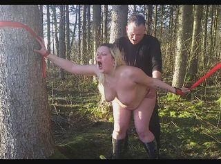 """Vorschaubild vom Privatporno mit dem Titel """"Gefesselt und gefickt im Wald"""""""