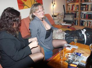 """Vorschaubild vom Privatporno mit dem Titel """"Ein ganz normaler Abend unter versauten Frauen"""""""