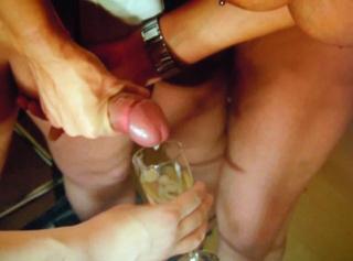 """Vorschaubild vom Privatporno mit dem Titel """"Den Barkeeper geil abgemolken"""""""