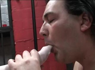 """Vorschaubild vom Privatporno mit dem Titel """"Sklave leckt die bestrumpften Füße"""""""