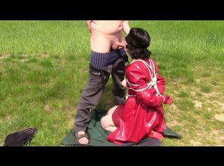 """Vorschaubild vom Privatporno mit dem Titel """"Lady in red, Devot Teil: Gefesselt und Blasen"""""""