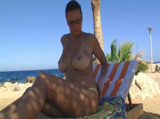 """Vorschaubild vom Privatporno mit dem Titel """"Topless in Dubai"""""""