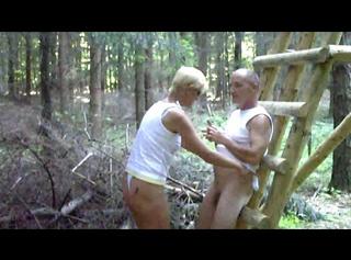 """Vorschaubild vom Privatporno mit dem Titel """"Quicki im Wald 1"""""""