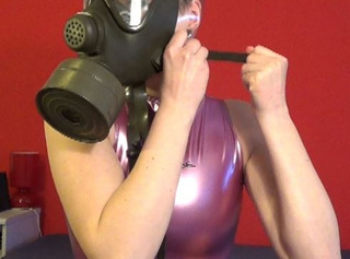 """Vorschaubild vom Privatporno mit dem Titel """"Breathplay mit Gasmaske"""""""