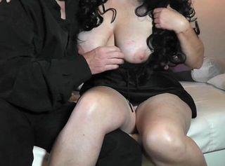 """Vorschaubild vom Privatporno mit dem Titel """"2 Hausfrauen wollen Sex"""""""