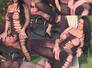 """Vorschaubild vom Privatporno mit dem Titel """"Die geilste Pissvotze wartet auf Dich"""""""