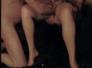 Ich lag gefesselt Mund zugeklebt, konnte weder schreien noch mich wehren, und er, er presste seine Faust immer wieder in meine Möse, solange bis ich gefallen daran fand und einen Orgasmus nach dem anderen bekam.