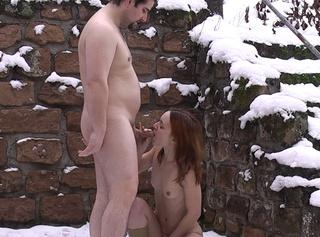 """Vorschaubild vom Privatporno mit dem Titel """"Winter outdoor! Rumgeficke im Schnee"""""""