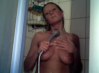 """Vorschaubild vom Privatporno mit dem Titel """"Unter der Dusche..."""""""