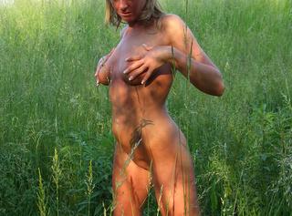 """Vorschaubild vom Privatporno mit dem Titel """"Nackt durchs hohe Gras gelaufen..."""""""